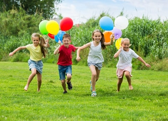 children playing backyard games with balloons