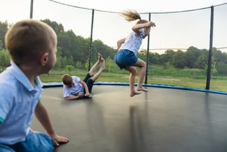 kids doing trampoline tricks